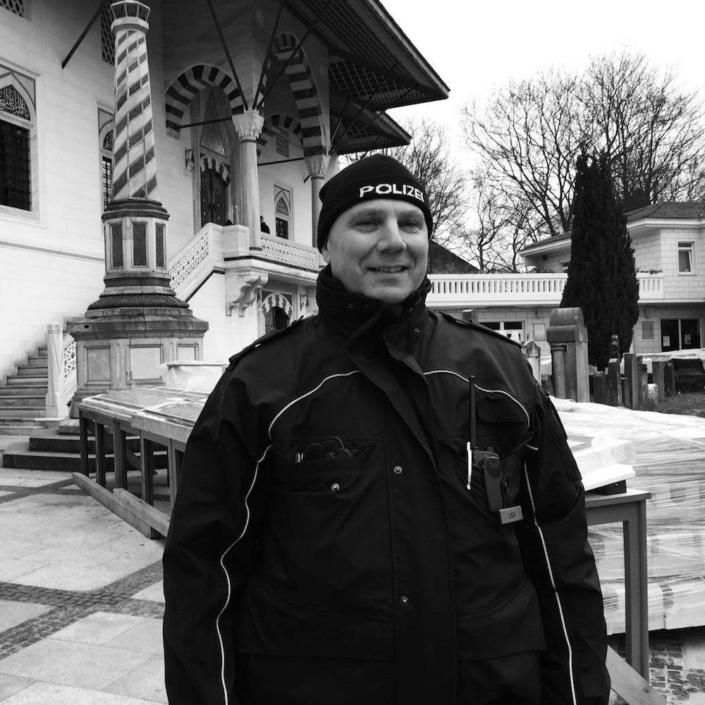 Rene Kecke vor der Moschee